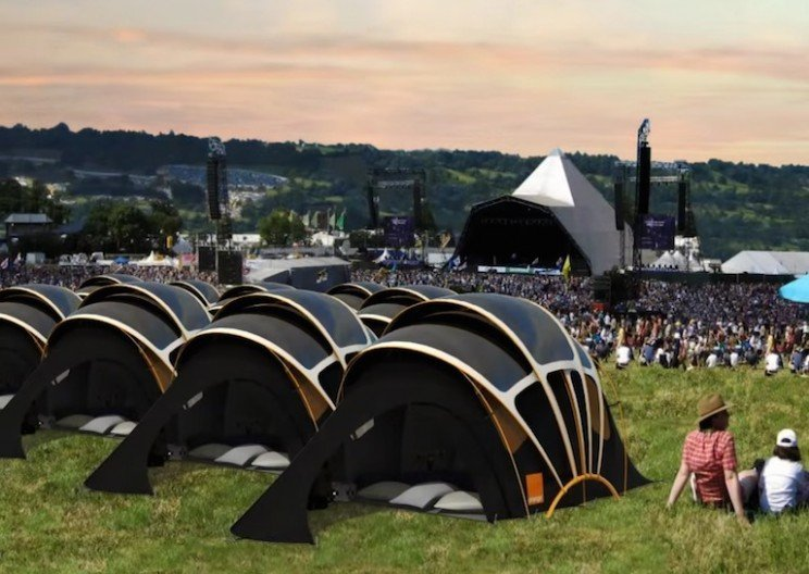 solar-powered-tent-concert